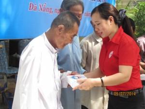 Hội Chữ thập đỏ Đà Nẵng: Trao tặng thiết bị hỗ trợ cho người khuyết tật