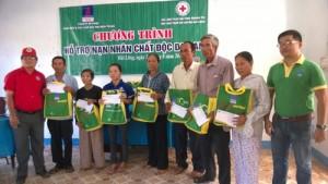 Hội Chữ thập đỏ Hải Lăng (Quảng Trị): Trao quà tặng nạn nhân chất độc da cam