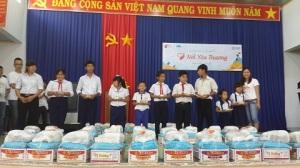 Tặng quà, học bổng cho trẻ em, người nghèo tại tỉnh Bà Rịa-Vũng Tàu