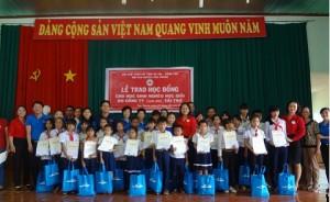 Bà Rịa-Vũng Tàu: Tặng học bổng cho học sinh có hoàn cảnh khó khăn học giỏi