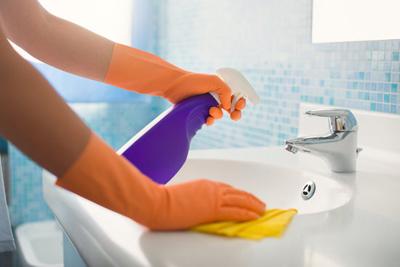 Chỉ 15 phút giúp nhà vệ sinh sạch bong kin kít