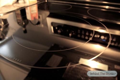 Cách tẩy vết cháy trên mặt bếp hồng ngoại