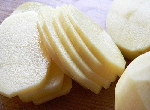 Cách làm trắng da bằng khoai tây đơn giản nhất