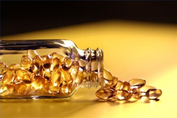 Cach-su-dung-vitamin-E-de-lam-trang-da