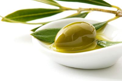 Sử dụng dầu Oliu để chăm sóc da mặt