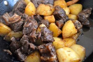 Cách làm món thịt bò om củ cải ăn là ghiền