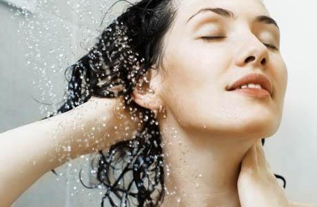 5 mẹo nhỏ hạn chế tóc con mọc ngược