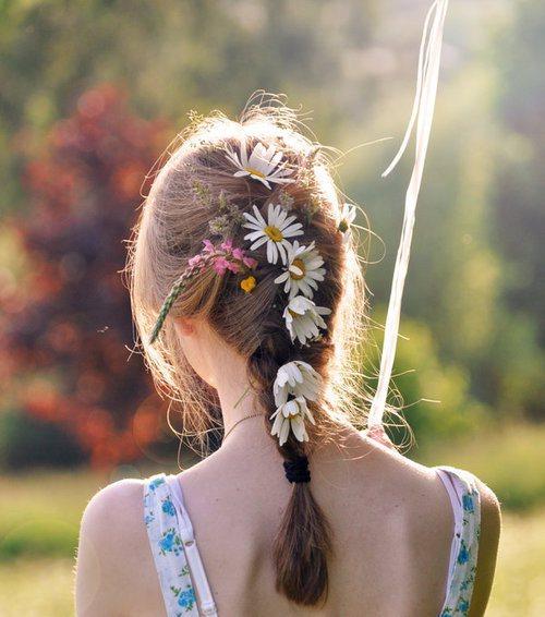 Học tết tóc cài hoa lãng mạng cho ngày Valentine
