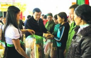 Chủ tịch Nước Trương Tấn Sang – Chủ tịch danh dự Hội CTĐ Việt Nam thăm, tặng quà Tết đồng bào nghèo tỉnh Hòa Bình, Sơn La