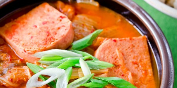 5_mon-an-ngon-canh-kim-chi-nau-thit-600x300