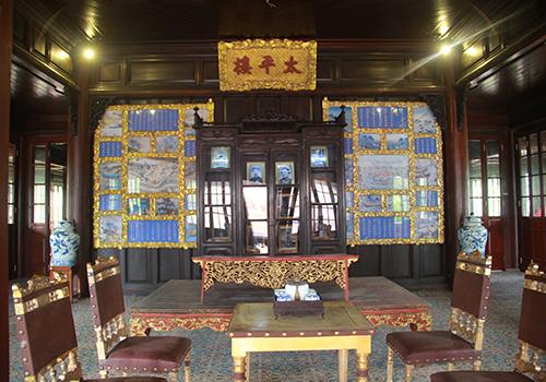Tham quan nơi vua Nguyễn đọc sách