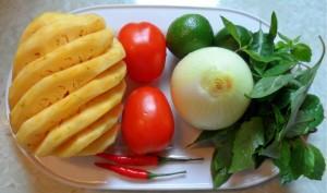 salad-dua-ca-chua-hanh-tay-1-170841225