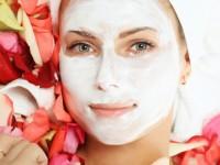 Cách làm kem trị nám hỗn hợp mặt từ hoa hồng