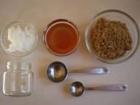 Cách tẩy tế bào chết cho môi đơn giản bằng dầu dừa