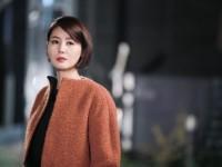 Hướng dẫn cách đánh son quý phái như mẹ Kim Tan