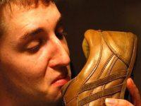 4 Cách khử mùi hôi giày đơn giản vào mùa hè