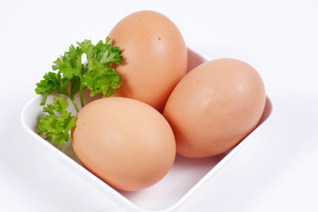 Cách trị mụn bằng lòng trắng trứng gà