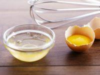 Cách trị mụn đầu đen với trứng gà