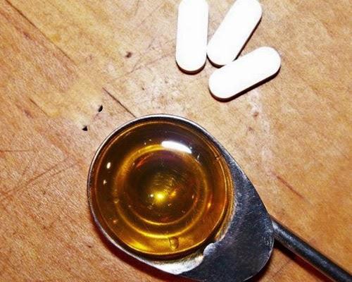 cach-tri-mun-tu-thuoc-aspirin-va-mat-ong