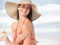 Làm sao để tắm biển mà làn da không bị đen?