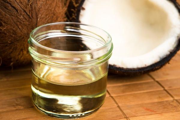 Cách trị mụn cấp tốc với dầu dừa