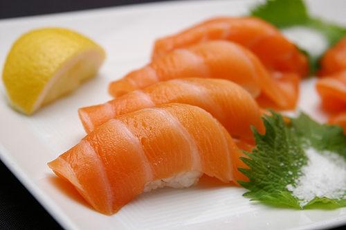 Công dụng của cá hồi và những lưu ý khi sử dụng cá hồi