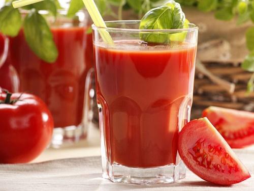 Nước ép cà chua điều trị mất ngủ