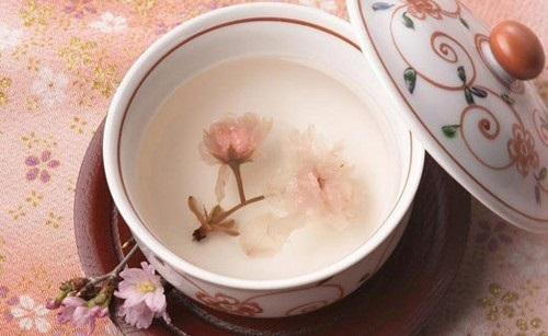 Hằng ngày rửa mặt bằng nước hoa đào sẽ giúp làn da bạn trắng sáng hơn