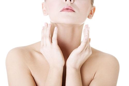Nhiều chị em còn khá chủ quan trong việc chăm sóc vùng da cổ