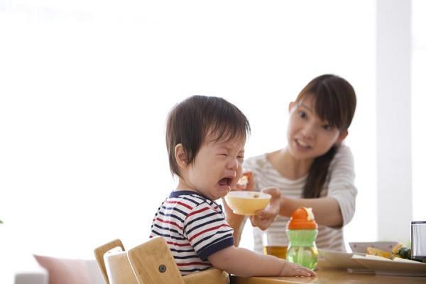 Làm cách nào để trẻ hết bị biếng ăn?