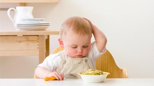 nguyên nhân khiến trẻ biếng ăn mà các mẹ thường gặp
