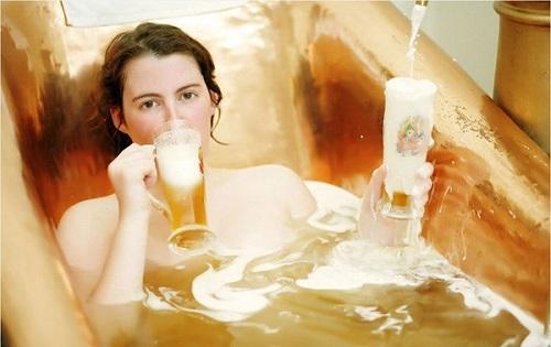 Cách làm trắng da toàn thân nhanh nhất bằng bia