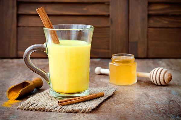 Cách làm tinh bột nghệ với sữa tươi dưỡng trắng da hiệu quả tại nhà
