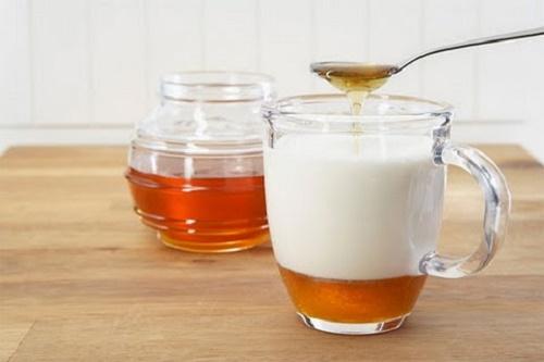 Chống lão hóa da mặt bằng mật ong và sữa chua