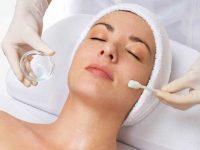 Dùng mỹ phẩm điều trị mụn mất bao lâu mới có kết quả trên da?