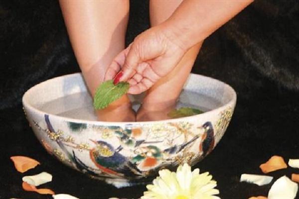 Khử mùi hôi chân bằng túi trà