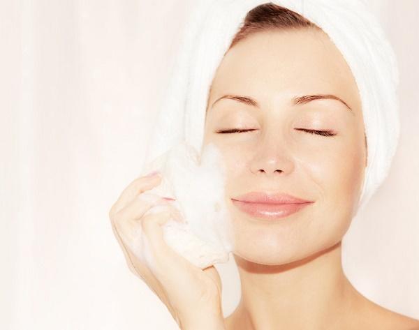 Massage da mặt trước mỗi lần trang điểm