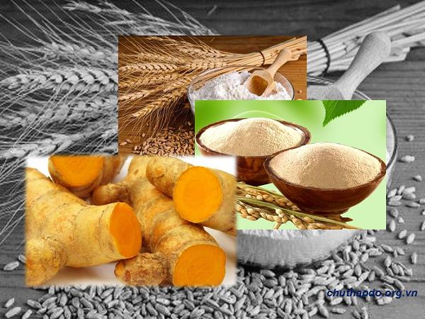 Dùng bột gạo kết hợp với tinh bột nghệ vàng đắp mặt