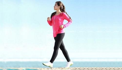 Đi bộ là bài tập đẩy lùi ung thư hiệu quả
