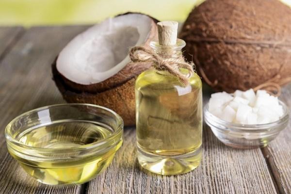 Thu hoạch dầu dừa nguyên chất