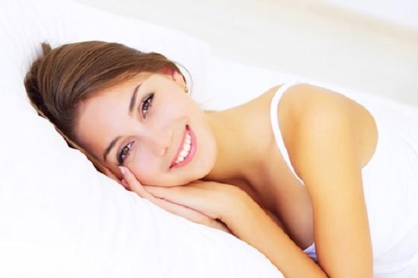 Dùng kem dưỡng trắng da lâu ngày có gây tác dụng phụ cho da hay không?