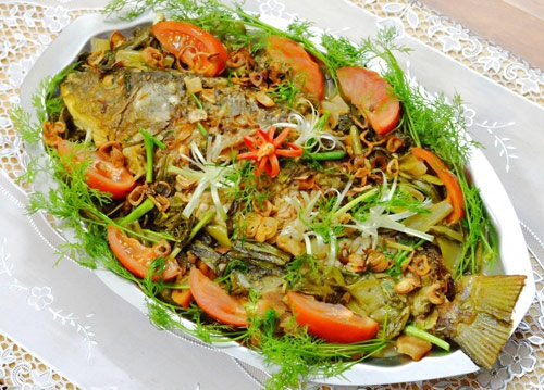 Cá chép om dưa món ăn giáng sinh thơm ngon