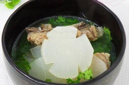 Canh sườn non củ cải món ăn cho người bị cảm
