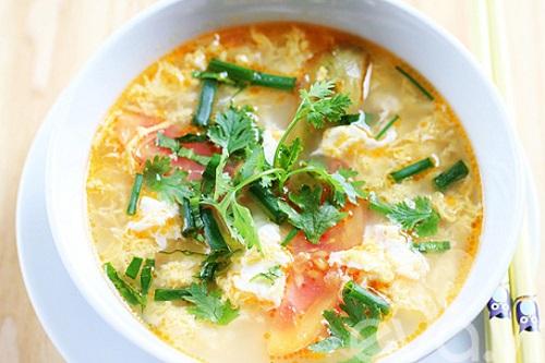 Canh trứng cà chua món ăn giải cảm dễ nấu
