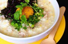 Cháo trứng gà tía tô cho người bị sốt