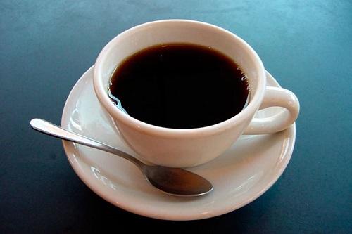 Đau bụng kinh không nên uống cà phê