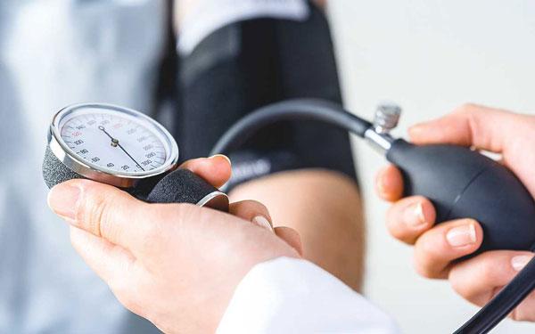 Nguyên nhân và cách xử lý khẩn cấp khi bị cao huyết áp
