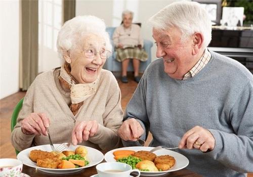 Nguyên tắc ăn uống cho người lớn tuổi
