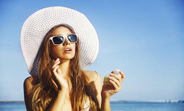 Sự thật kem chống nắng có gây mụn trên da hay không?