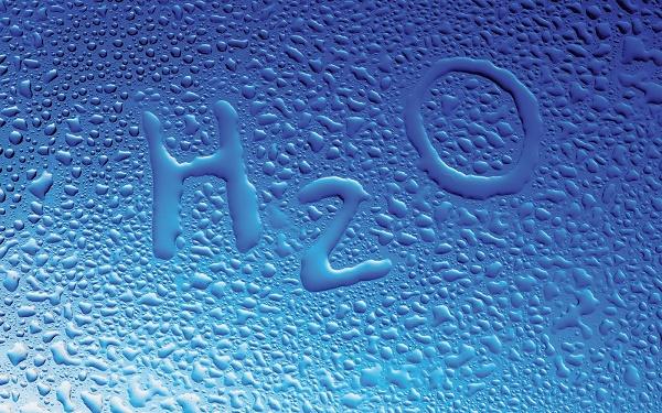 tinh bột nghệ khi pha vào nước thì sẽ không tan trong nước